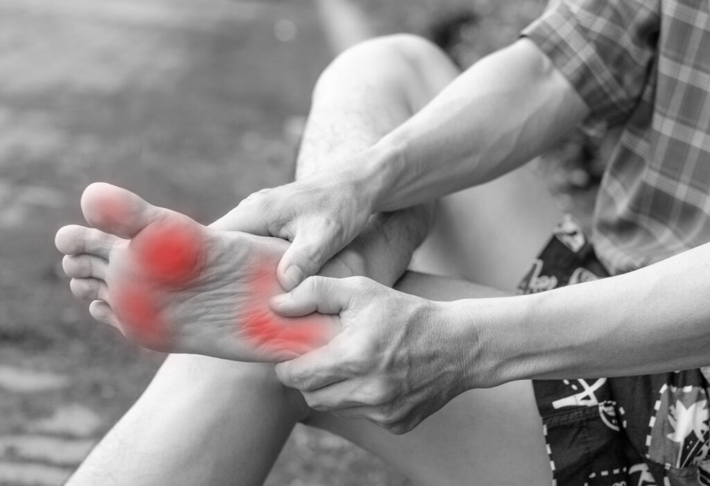 En person der har ondt i sin højre fod - Nervebetændelse